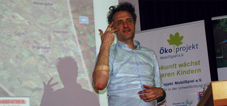 Buchautor Andreas Weber bei seinem Vortrag