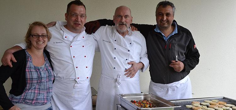 Das Burg-Team bei der Arbeit - vielen Dank für die Organisation und das wunderbare Essen!